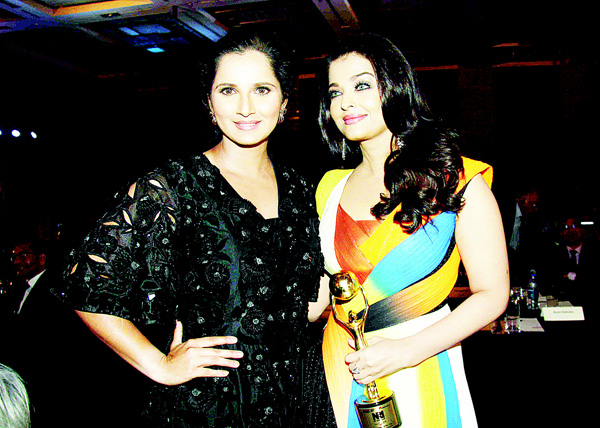 Indian Bollywood actress Aishwarya Rai Bachchan (right), and Indian tennis player Sania Mirza pose as they attend the 'NRI of the Year Awards-2016' in Mumbai on April 11. (AFP)