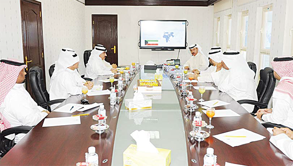 Undersecretary of Ministry of Information Tariq Al-Mazram Thursday afternoon held a meeting in his office with the undersecretary of Ministry of Communications