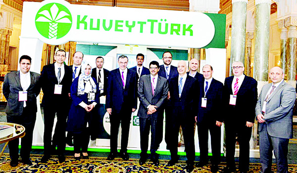 A group photo of participants of the Turkish Arab Economic Forum in Istanbul.
