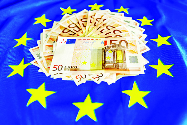 This file photo shows 50-euro notes displayed on a European Union flag. European Central Bank is going to put into circulation in spring 2017 a new 50-euro banknote as part of the renewal of euro banknotes. (AFP)