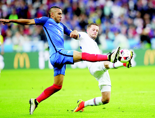 France's Dimitri Payet (left), challenges for the ball with Iceland's Gylfi Sigurdsson during the EURO 2016 quarter-final soccer match between France and Iceland, at the State de France in Saint Denis, north of Paris, France, on July 3. (AP)