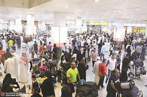 '233,000 passengers will travel on board 902 flights'